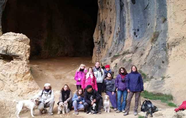 excursion-a-cueva-con-perros