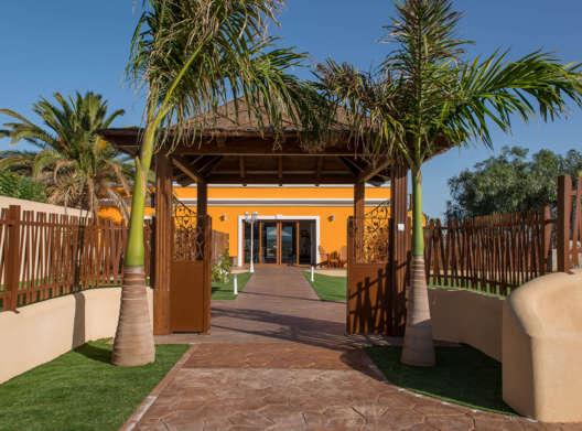 entrada de Mascots resort canino